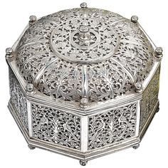 Very Rare Indo-Portuguese Silver Octagonal Box, Portugal 17th Century | From a unique collection of antique and modern boxes at https://www.1stdibs.com/furniture/decorative-objects/boxes/
