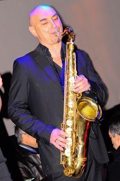 Super saxophoniste pendant la soirée!