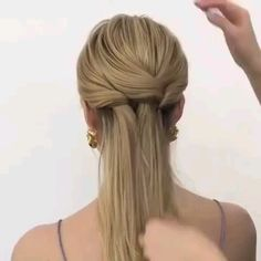 Watch this amazing hairstyle tutorial to try to do this stunning hair braid style at home, Cutest Hair Tutorial Video Ever! Watch this amazing hairstyle tutorial to try to do this stunning hair braid style at home. Braided Hairstyles Tutorials, Box Braids Hairstyles, Cool Hairstyles, Hair Upstyles, Trending Hairstyles, Hair Videos, Braid Styles, Hair Trends, Hair Inspiration