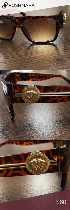 32a69c6e2fa Versace Men s Brown Gold Sunglasses MINT  290 Mint Condition Men s Woman s  Unisex Brown Gold Retail  290 Glasses were worn very few times.