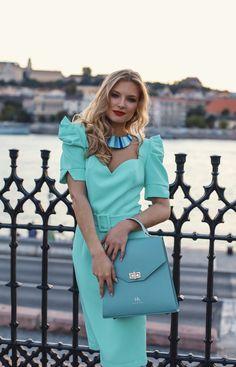 #orovicafashion #annahodlikbag #summervibes Summer Events, Timeless Fashion, Summer Vibes, Short Sleeve Dresses, Womens Fashion, Design, Style, Swag