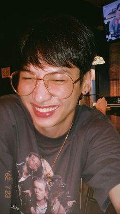 Laughing gun, damnn he's so cute. Via igs: gun_atthaphan Theory Of Love, Aesthetic Movies, Drama Memes, Cute Actors, Thai Drama, Asian Actors, Cute Boys, Guns, Boyfriend