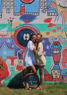 colorful walls and best friends > my pic! Instagram: hannah_meloche Pinterest: hannahmeloche