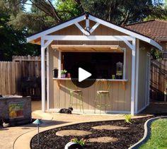 Wenn Sie hoffen, Unordnung in Ihrer Garage zu beseitigen, wie zum Beispiel die alte Dartscheibe, die nie benutzt wird, oder den kaputten Gartenschlauch, von dem Sie sich scheinbar nicht trennen können, könnte dies der richtige Weg sein, um ... Backyard Lighting, Fire Pit Backyard, Backyard For Kids, Backyard Patio, Garden Shed Diy, Garden Ideas, Bar Shed, Carport Designs, Bar Plans