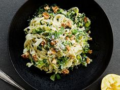 Kremet pasta med ricotta | Oppskrift | Meny.no Other Recipes, Ricotta, Lettuce, Parmesan, Cauliflower, Main Dishes, Cabbage, Protein, Pasta
