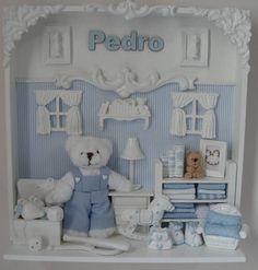 Cenário para porta de maternidade ou quadro para quarto de bebê. Tudo miniatura, as cores podem ser alteradas conforme desejado. O nome do bebê é feito em madeira. Medidas do quadro: 30x30cm. R$ 250,00