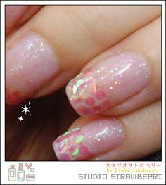 Closer look at glitter nails by Studio♥Strawberri, via Flickr