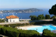 Holiday Apartment in Villefranche Sur Mer, with shared pool, walking, beach/lake nearby, balcony/terrace, air con, internet access, TV, DVD