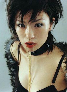 Shiina Ringo - Japan's most credible rock star Shiina Ringo, 00's Makeup, Foto Portrait, Japan Model, Riot Grrrl, Japanese Aesthetic, Gorillaz, Pretty Makeup, Face And Body