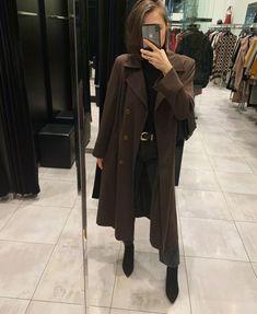 Гардероб 2020: силуэты, вещи, сочетания – Woman Delice Just Style, Spring Summer Trends, Vintage Coat, Wardrobe Basics, Fashion Show, Fashion Trends, Smart Casual, Aesthetic Clothes, Thrifting