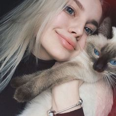 from the story fix you - duki by (🦎) with reads. Silver Blonde Hair, Platinum Blonde Hair, I Love Girls, Cute Girls, Fix You, Pretty People, Beautiful People, Fairy Tail Couples, Cute Girl Pic