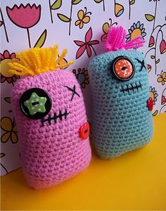 Ravelry: Mini Pillow Pals - An Amigurumi Friend free pattern by Sarah Hearn Crochet Gifts, Diy Crochet, Crochet Dolls, Crochet Ideas, Beginner Crochet, Crochet Cushions, Crochet Pillow, Pillow Pals, Crochet Monsters