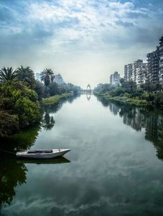 The Nile river, Cairo, Egypt. The Nile River is the main source of water drinking and crop growing. Overuse could cause a big problem for the country. Places Around The World, Travel Around The World, Around The Worlds, Luxor, Visit Egypt, Nile River, Egypt Travel, Photos Voyages, Cairo Egypt