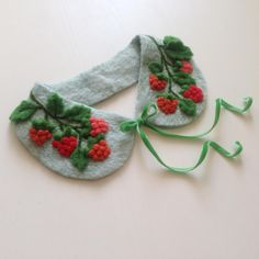 Collar for young lady (5-12 years), made of viscose 100% (dry felting), raspberry made of wool. Will decorate any girl's outfit. Velvet ribbon tie makes it easy to put on and take off the collar