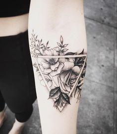 Geometric Flower Tattoo – Caroline – – flower tattoos – flower tattoos - This is Tattoo Form Tattoo, Lotusblume Tattoo, Shape Tattoo, Cover Tattoo, Piercing Tattoo, Piercings, Armband Tattoo, Tattoo Quotes, Dreieckiges Tattoos