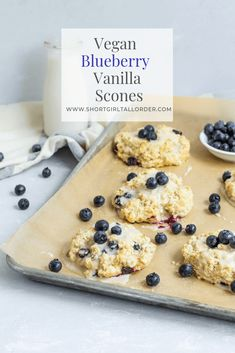 Vegan Blueberry Vanilla Scones with Vanilla Bean Glaze Vegane Blueberry Vanilla Scones mit Vanille Bohnen Glasur Vegan Dessert Recipes, Dairy Free Recipes, Brunch Recipes, Gluten Free, Vegan Scones, Vegan Gingerbread, Scones Ingredients, Healthy Vegan Breakfast, Vegan Blueberry