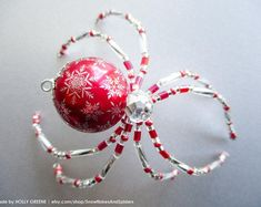 Sparkle Cherry Red and White Snowflake Christmas Spider Holiday Tree Ornament Beaded Ornaments, Holiday Ornaments, Christmas Crafts, Christmas Spider, Spider Crafts, Beaded Spiders, Beaded Animals, Beading Projects, Holiday Tree