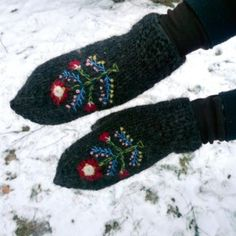 traditional icelandic mittens