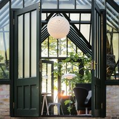 Discover the Louis Poulsen Patera Pendant light LED now. Cool Lighting, Modern Lighting, Outdoor Lighting, Outdoor Decor, Cottage Style House Plans, Cottage Style Homes, House Lamp, Led Pendant Lights, Farm Gardens