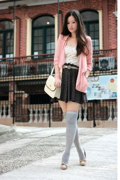 Casual outfit, baby doll dress, thigh highs, pink jacket-so cute! Fashion Me Now, Womens Fashion, Unique Outfits, Casual Outfits, Cute Outfits, Pull & Bear, Couture Mode, Couture Fashion, Shoes Brown