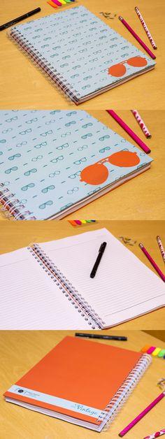 Caderno universitário da Série Vintage com estampa de óculos.     Detalhes:  - Capa dura  - Tamanho 23x29,7cm (miolo: 21x29,7cm)  - Encadernação em wire-o branco  - Miolo com 100 ou 200 páginas em papel sulfite 75g branco pautado
