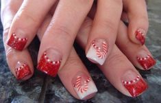 These easy Christmas nail art ideas will make your manicure stand out this season. Copy the cute Christmas nails below to impress your party guests! Christmas Nail Art Designs, Holiday Nail Art, Winter Nail Art, Winter Nails, Christmas Design, Fancy Nails, Cute Nails, Pretty Nails, Sparkle Nails