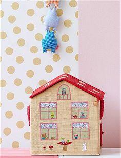 Tolles Haus als Spielzeugkorb. Die faltbaren Körbe sind handbestickt und verstauen jede Menge Spielzeug.