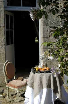an al fresco tea. French Country Cottage, French Countryside, French Country Style, French Farmhouse, Country Living, Outdoor Seating Areas, Outdoor Dining, Outdoor Spaces, Outdoor Decor