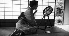 あぁ、完成された風景…。和室で化粧をする浴衣姿の女性が美しすぎる! – Japaaan 日本の文化と今をつなぐ