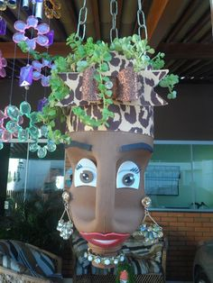DIY Face Shaped Painted Plastic Bottle Planters - Balcony Decoration Ideas in Every Unique Detail Plastic Bottle Planter, Plastic Bottle Crafts, Recycle Plastic Bottles, Recycled Planters, Recycled Bottles, Recycled Art, Flower Pot People, Altered Bottles, Bottle Painting