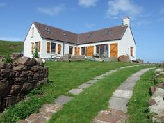 Clachtoll Cottage is situated within yards of the sea, at a most spectacular location on the north shore of Clachtoll Bay.