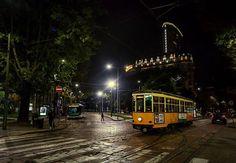 E' ora di tornare a casa. Prendiamo il nostro Tram Milano e via... buona serata a tutti. Foto di Franco Brandazzi #milanodavedere Milano da Vedere