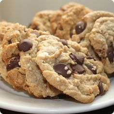 Secretly healthy chocolate chip cookies (with flax seed and oats). Supposedly good for chronic constipation relief. Yummy Treats, Delicious Desserts, Sweet Treats, Yummy Food, Baking Recipes, Cookie Recipes, Dessert Recipes, Healthy Sweets, Healthy Snacks