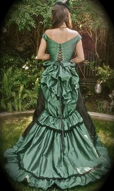 Steampunk Victorian Bodice and Parisian Skirt Custom... Kind of what I want.