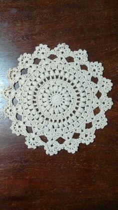 Sousplat em crochê, diâmetro 30 cm. produzido com fio 100% algodão, Barroco da Círculo.