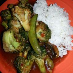 レシピとお料理がひらめくSnapDish - 16件のもぐもぐ - spicy broccoli, snow pea, and mushroom with white rice. by Polly Gelfuso