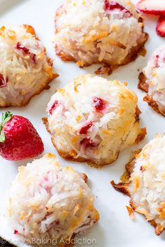 Easy Strawberry Coconut Macaroons that are chewy and moist on the inside and slightly crisp around the edges! these can be made using honey and unsweetened coconut for Paleo + SCD Strawberry Desserts, Köstliche Desserts, Desserts To Make, Delicious Desserts, Dessert Recipes, Yummy Food, Strawberry Macaroons, Coconut Recipes, Baking Recipes