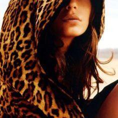 leopard looks soo snuggly Leopard Fashion, Animal Print Fashion, Fashion Prints, Fashion Mode, Look Fashion, Style Boho, My Style, Moda Animal Print, Animal Prints