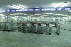 """Hiába volt modern a 3-as metró, a jó öreg """"tökönvágók"""" ebben is működtek. Metroid, Hungary, Budapest, Childhood Memories, History, Modern, Historia, Trendy Tree"""