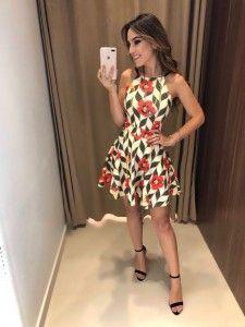 Compre Vestido Feminino pelo Menor Preço e encontre tudo em moda feminina para renovar seu guarda roupas.
