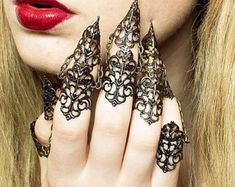 Dragon Armour - Full Hand Set - Adjustable Claw Rings -Bronze or Gold Goth Wedding Dresses, Dragon Armor, Gypsy Witch, Armor Ring, Lace Nails, Dragon Claw, Beautiful Dragon, Dragon Jewelry, Bronze