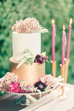 This fall wedding cake featured edible copper paint and fresh blooms | FallBook 2015 {Elizabeth Fogarty}