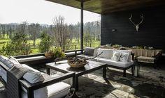Casa a los pies del lago Ranco decorada por Margarita Tagle y Fernanda Latorre.