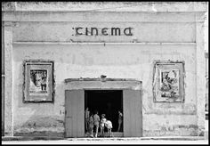 blackpicture:  Thomas Hoepker Cinema in the ourtskirts of Naples. Naples. Italy (1956)