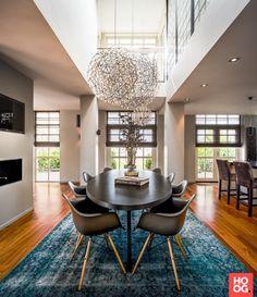 Luxe eettafel met design verlichting | eetkamer design | dining room | dining room design ideas | Hoog.design
