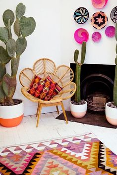 Precioso rincón de aire mexicano... Cactus, baskets, rattan chair, rug, colors..., from the gorgeous Mister Zimi store