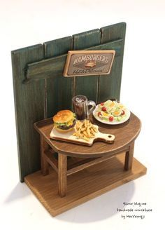 Hamburguer ♡ ♡ by Heo Y Miniature Rooms, Miniature Kitchen, Miniature Furniture, Dollhouse Furniture, Mini Doll House, Minis, Doll Home, Tiny Food, Miniture Things