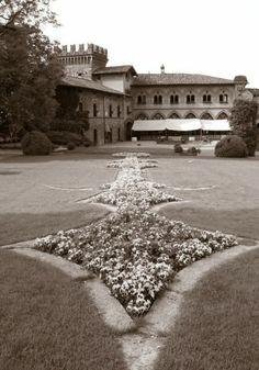 Il parco del Castello di Marne, in provincia di Bergamo. 45°38′00″N 9°33′00″E