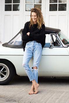I love the high cut of the jeans. Showing off the ankles. Super nice.