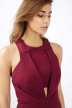 Opt for evening elegance in this structured midi dress in burgundy. Style with tie up black heels for elevated look. Frock Fashion, Fashion Dresses, Midi Dresses, Club Dresses, Simple Dresses, Short Dresses, Teen Dresses, Gown Pattern, Minimal Outfit
